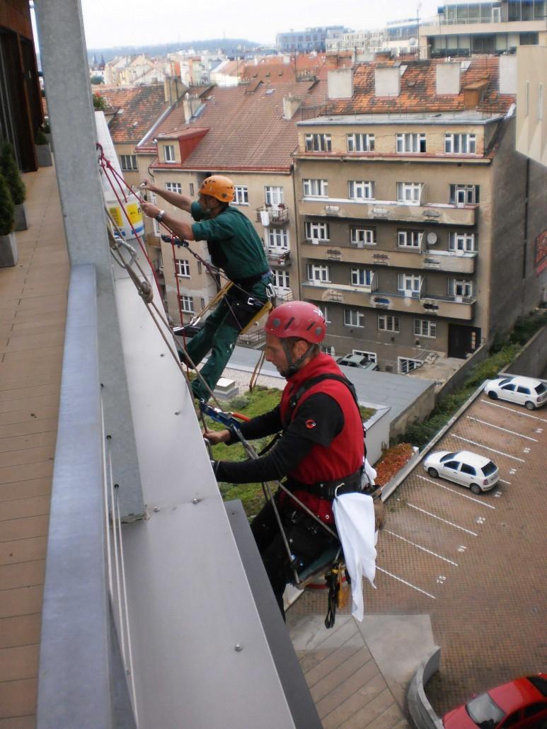 Mytí proskelných fasád, oken Praha