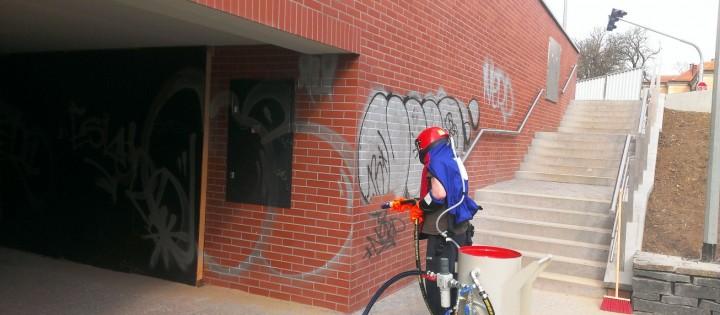 Odstaňování graffity pískováním Brno