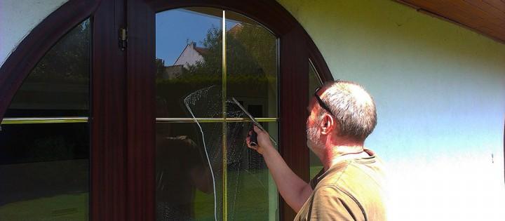 Mytí a leštění oken v rodinném domě v Praze